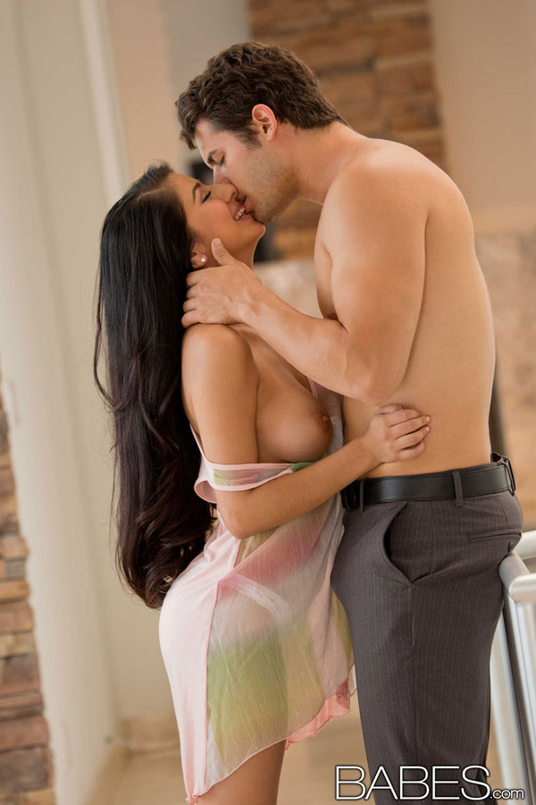 Babes couple giovanni francesco and ariana marie fuck in the shower 8