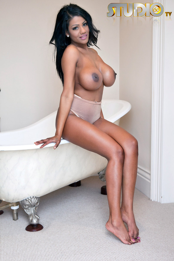 Fantasyhd babe connie carter has her close shaved pussy fucked 6