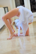 Jessica Contortionist 05