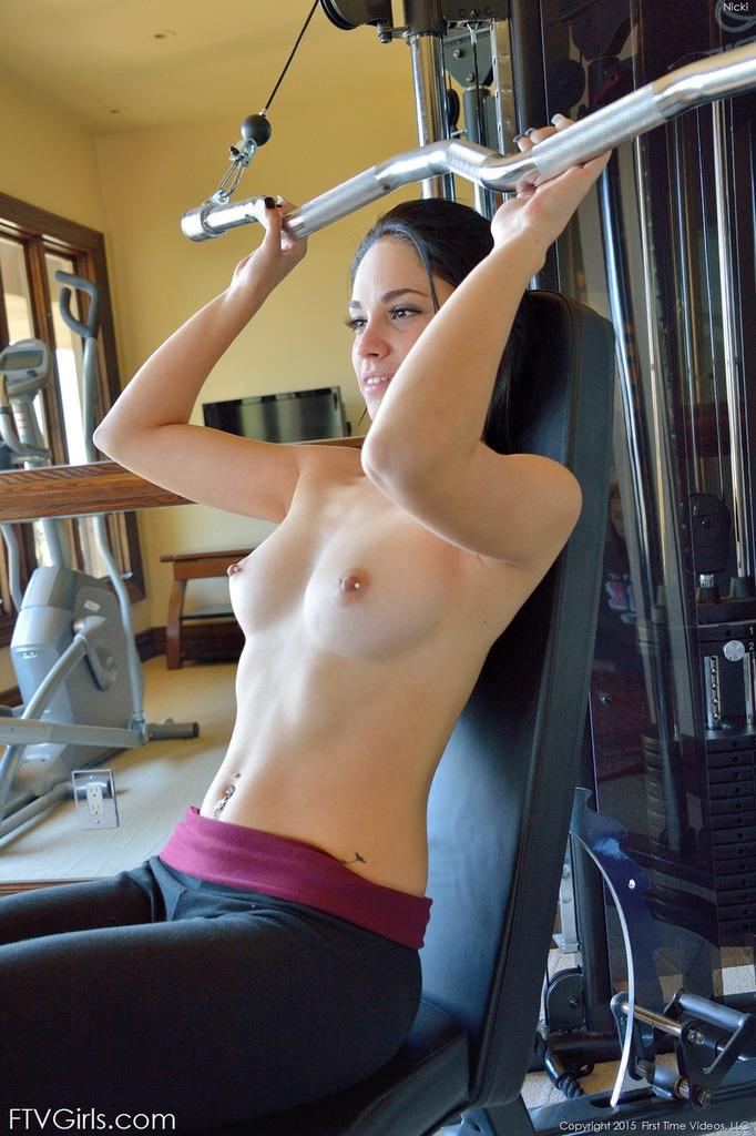 gym naked hot girls