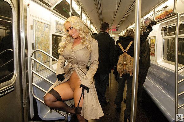 в метро эро фото