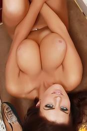 Busty Robyn