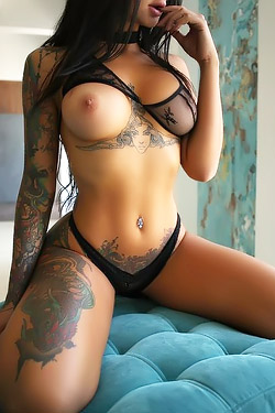 Tattooed Babe Lee