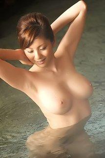 Wet Yuma Asami