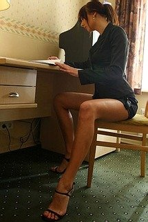 Glamure Babe In Office